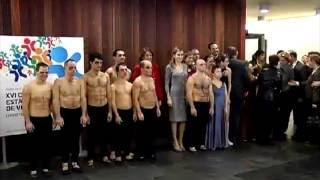 La princesa Letizia entre hombres desnudos INCREÍBLE