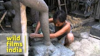 Indian potter makes clay idols in Kumortuli - West Bengal