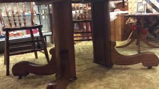 Split pedestal round oak table wit leaves SAM