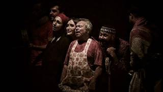 اعلان مسرحية السيرك الأوسط