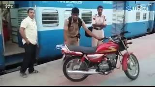 Exclusive Video | RPF Officer Carried his Bike in Passenger Coach in the Train | Indore