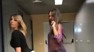 Cristina Pedroche y Anna Simón bailando raggaetón