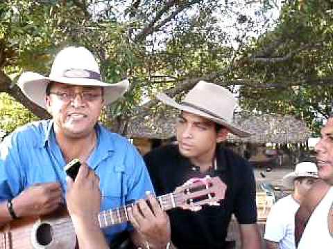 jorge guerrero 2011 en el fundo cantando una cancion nueva la golondrina