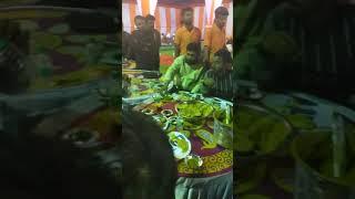 प्रकाश गुर्जर की शादी में धीरज Gurjar जी खाना खाते हुए