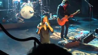 Zazie - live aux Folies Bergère (Paris) extrait de Tais toi - 24 03 16