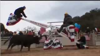 Männer Karussell in Texas mit einem STIER
