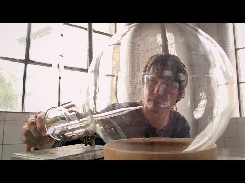 Groundbreaking Hydrogen Experiments Recreated - In Search Of Science - Earth Lab - BBC