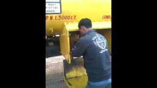 driver stealing diesel from bpcl tanker in front of bpcl depot