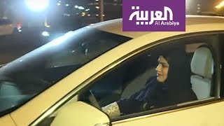شاهد لحظة انطلاق أول سائقة في شوارع الدمام