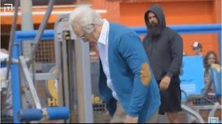 Maromba disfarçado de Velho Humilha Atletas em Público.