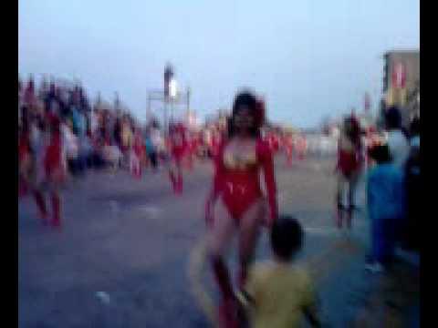 Niño Nicolas agarrando las bailarinas del carnaval veracruz 2011.3gp