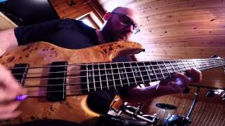 Europe - The Final Countdown guitar solo performance on bass w/ tabs