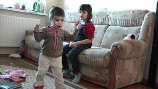 Irina si Ioana Gros - Danseaza