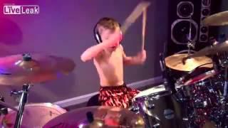 AVERY MOLEK IS GOD(6 years old) enfant jouant comme un dieu -6 ans- batterie-Drum