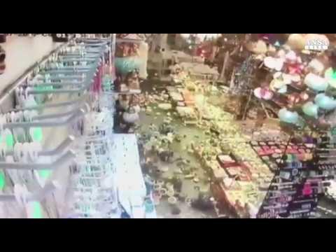 Terremoto a Kos e Bodrum, devastazione e fuga in un negozio