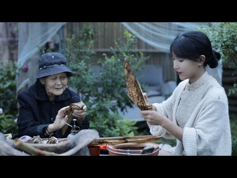 As a kid I used to eat zongzi wrapped in shells of bamboo shoots.我小时候吃过的传统笋壳� 子,� �那有吗?丨Liziqi Channel