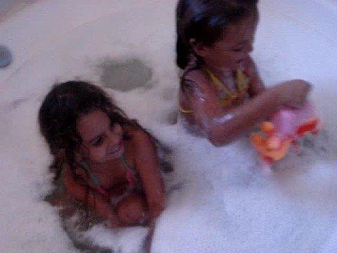 Crianças na banheira
