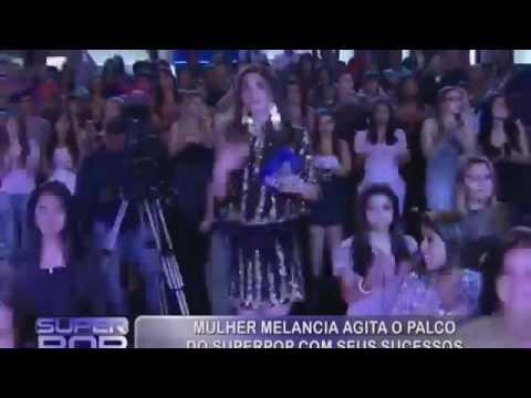 (Andressa Soares) Mulher Melancia dançando de biquíni