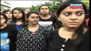KIIT Students Block Road To Protest Misbehaviour With NIFT Girl 2