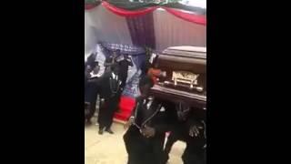 Eski sevgilimin cenazesinde