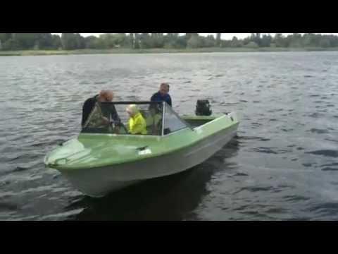 лодки в ромашково