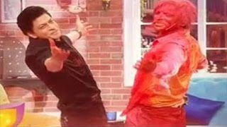 Sunil Grover Dancing on GERUA With SRK at Comedy Nights With Kapil