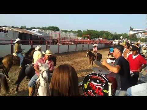 Tamborazo reventon caballos bailando