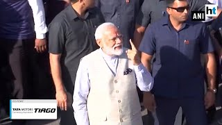 PM Modi seeks mother's blessings before casting his vote in Gandhinagar
