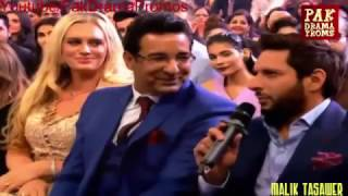 Host fun with Shahid Afridi In HUM Tv Style Awards 2016