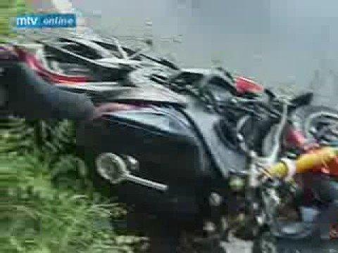 Duas motos batendo de frente