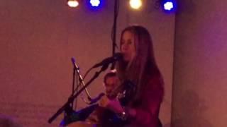 Heather Nova - Heart & Shoulder (2 Meter Sessie - Naked Song Festival 2017)