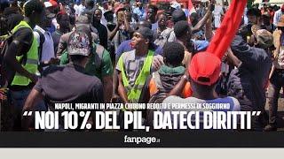 Napoli, migranti in piazza: