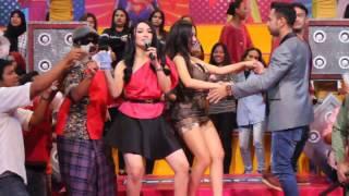 GAGAL FOCUS!!! Cupi Cupita & Raffi Achmad Berjoged Mesra bersama Penonton di Pesbukers ANTV