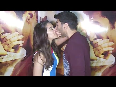 Xxx Mp4 Aditya Roy Kapoor And Shraddha Kapoor Kissing In Public At Ok Jaanu Movie Promotion 3gp Sex