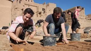 ألماني يستعمل تدلاكت في منزله الريفي بعد سفره إلى المغرب بعيون ألمانية