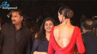 Sexy Deepika Padukone Shows Bare Back at Film Fare Awards