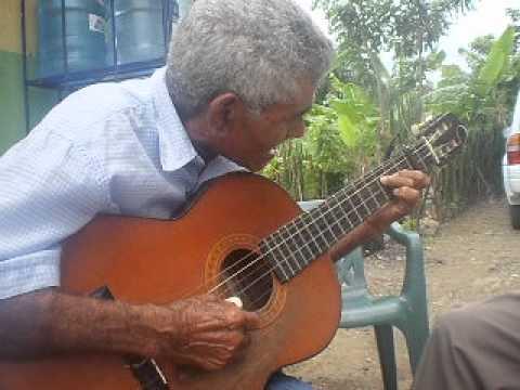 Antonio Gómez Salcedo cantando ¨Cariño del Alma¨