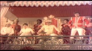 Kannada Scenes   Dr.Rajkumar enters the battle field scenes   Bahaddur Gandu Movie   Kannada Cinema