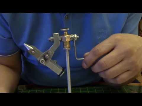 Как сделать тиски для вязания мушек своими руками
