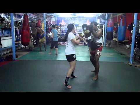 Khun Noona  Muay Thai Pad Work