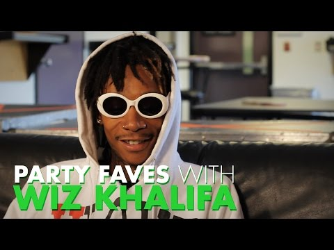 Xxx Mp4 Wiz Khalifa Loves Smoking Weed With His Mom Party Faves 3gp Sex