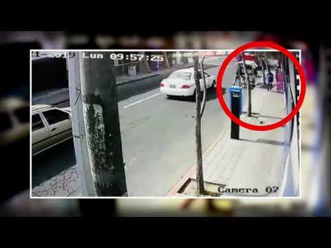 Xxx Mp4 Así Ocurrió El Ataque Con Explosivo Contra Un Bus En La Zona 7 3gp Sex