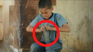 حاول الطفل الفقير ان يصلح حذاءه المقطوع ..و عندما رفع رأسه الى الاعلى كانت المفاجئة !!