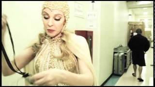 fabTV: Kylie Minogue Backstage Exclusive - Les Folies in London DVD