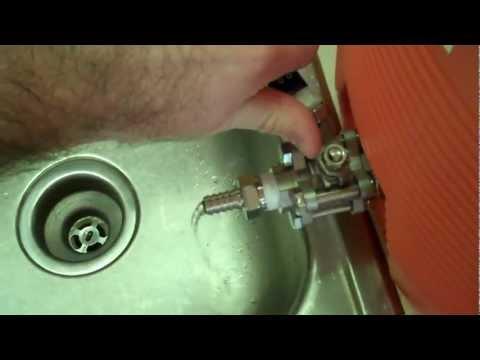 Loudmouth Brewer: Mash Tun 10 Gallon Rubbermaid Cooler Conversion Test Run