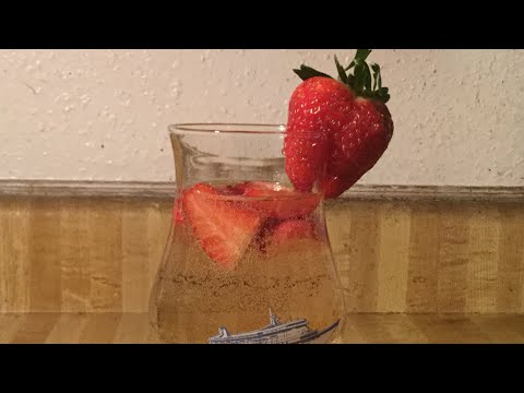 Episode 151: Strawberry Moscato Spritzer 🍓🍹 (Last Video of 2017)