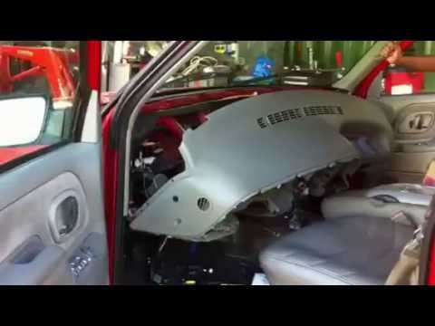 Removing the Dashboard of a 1996 Chevrolet Suburban Part 2 (Evaporator & Heater Core)