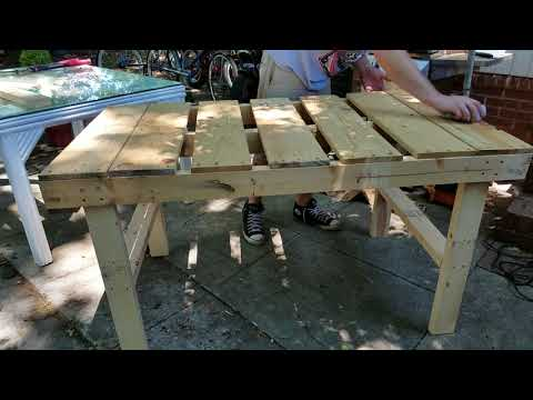 Making an outdoor table out of a pallet found in the trash!