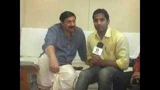 Mohalla Assi - Sunny Deol Interview in Varanasi by TV Reporter Roshan Jaiswal