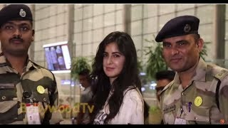katrina kaif taking Picture with Indian Army Force at airport